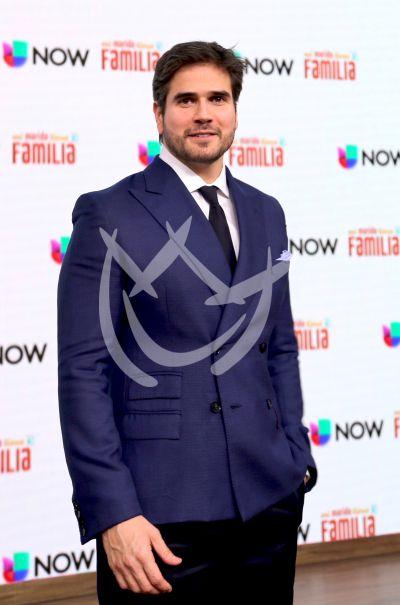 Daniel Arenas y más elenco tienen Familia