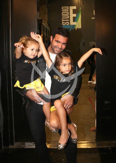 Pablo Montero con sus mayores fans en MQB 2017: sus hijas