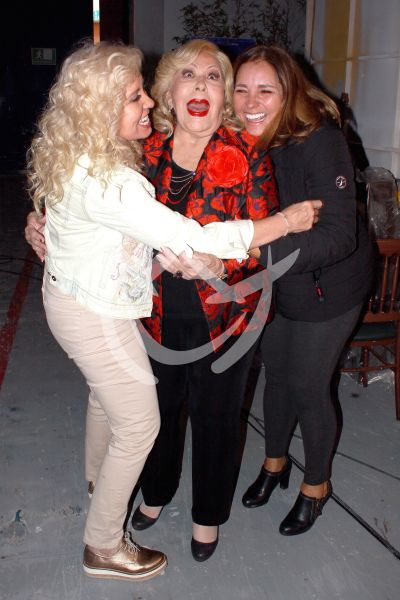 Carla, Pinal y Gaby infragantis