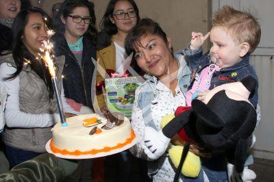 Celebran con 1 velita y pastel al hijo de Marjorie y Julián
