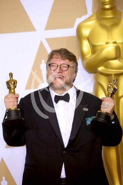 Guillermo del Toro está feliz con sus dos Oscars