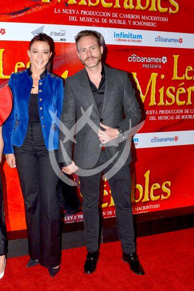 Fernanda Castillo con Erik y más a Los Miserables