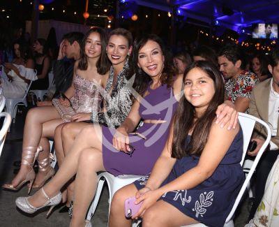 Laura Flores con su Familia Perfecta