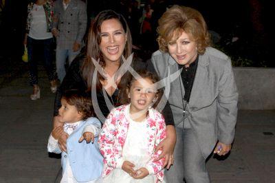 Angélica Vale y mamá con nietos