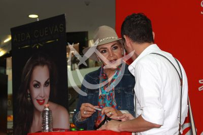 Aída Cuevas comparte a Juan Gabriel con sus fans