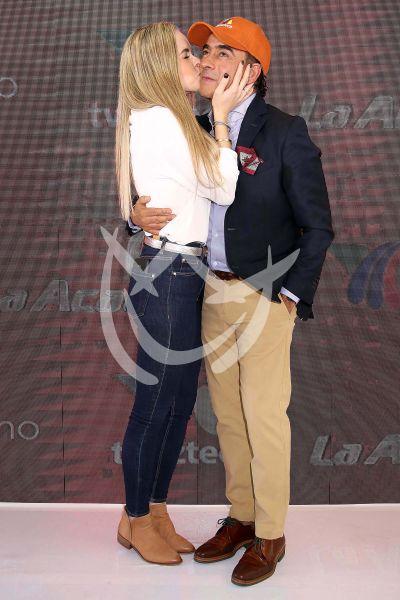 Adal Ramones con esposa a La Academia