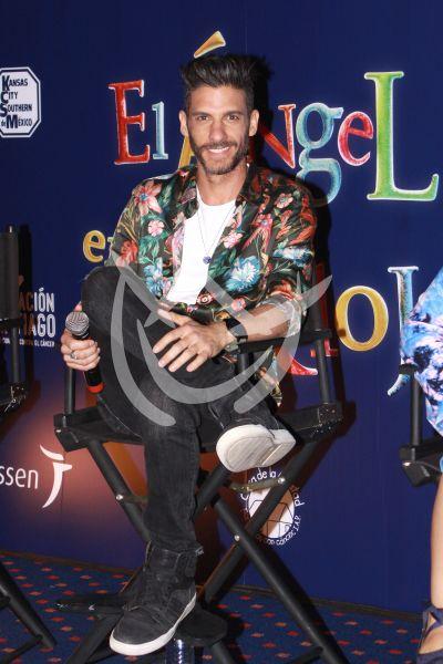 Erick Elías con Reloj