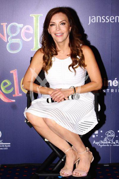 Laura Flores con Reloj