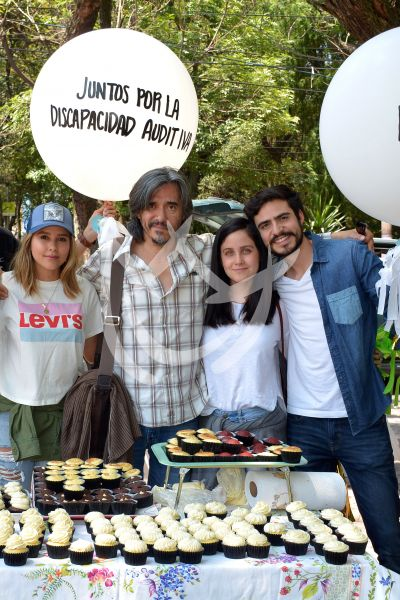Paulina Goto y Natasha Dupeyrón venden cupcakes para hacerse escuchar