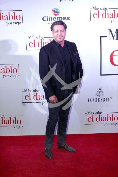 Victor Noriega con El Diablo