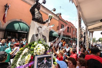 Recuerdan a Juan Gabriel en Garibaldi