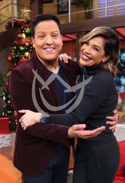 Raúl González con Karla Martínez y más Navidad en Despierta América