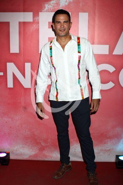 Julio Camejo con Estelas del Narco