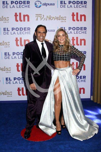 Ximena e Israel en Premios TVyNovelas