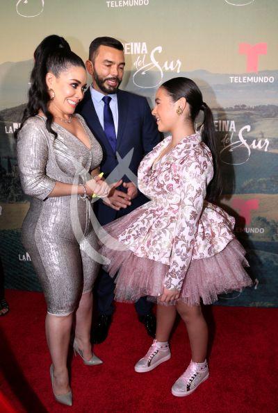 Carolina Sandoval con La Reina