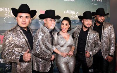 Carolina Sandoval con los Cuates de Sinaloa