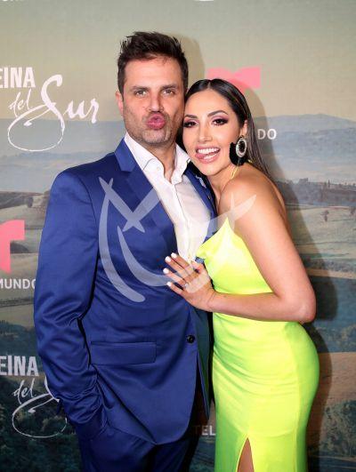 Mark Tacher y Cynhtia Alesco in love! y con La Reina