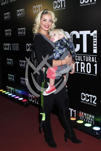 Isabel Madow e hijo al circo