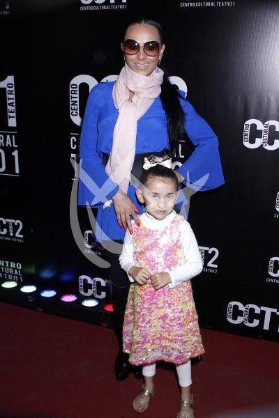 Ivonne Montero e hija al circo