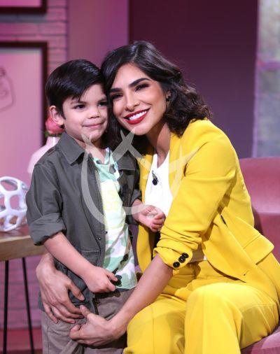 Alejandra Espinoza e hijo Matteo van Por Ellas