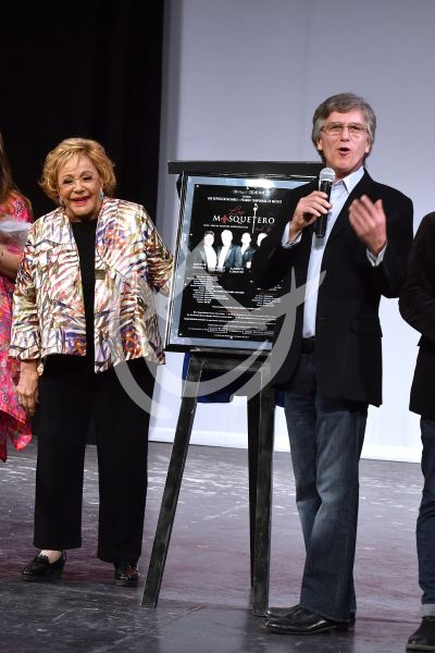 Silvia Pinal y Rafael Sánchez Navarro con Los Mosqueteros del Rey