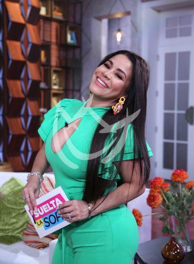 Carolina Sandoval estrena peluca ¿largo o corto?