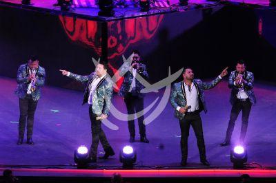Banda MS canta Con Todas Las Fuerzas