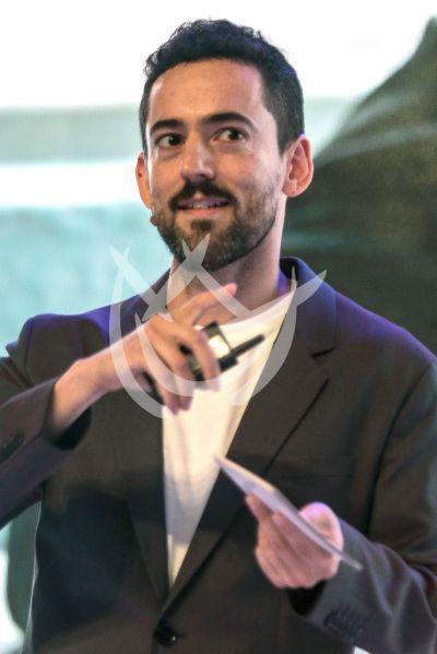 Luis Gerardo Méndez por los jóvenes