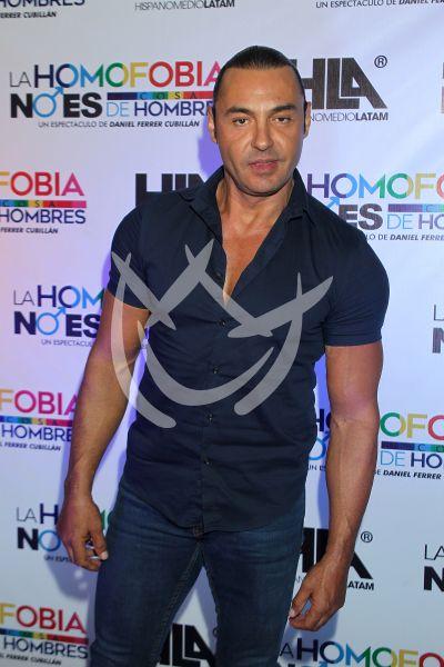 Latin Lover con Homofobia