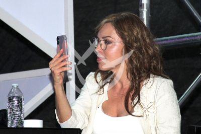 Laura Flores ¡selfie!