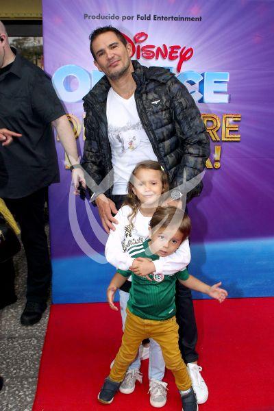 Julio Camejo e hijos On Ice