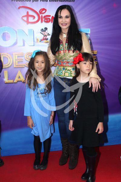 Ana Patricia Rojo e hijos On Ice