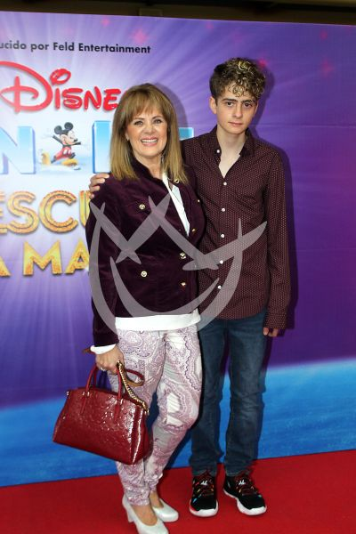Erika Buenfil con hijo y más On Ice