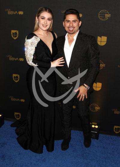Larry Hernández y esposa Kenia en Balón de Oro