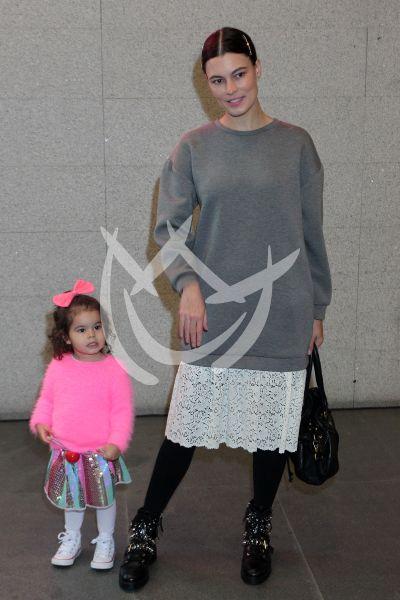 Natalia Subtil e hija al circo