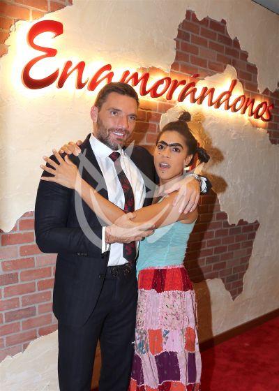 Mela enamora a Julián Gil