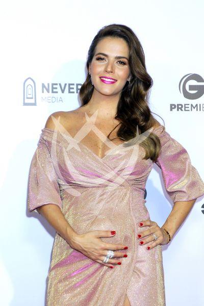 Claudia Álvarez presume embarazo y más con Tod@s Caen