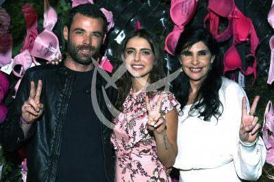 Michelle, Jaume y Raquel firman Rosado