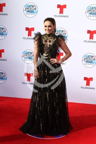 Jacky Bracamontes, Becky G y más en los Latin AMAs