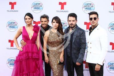 Los Derbez en los Latin AMAs