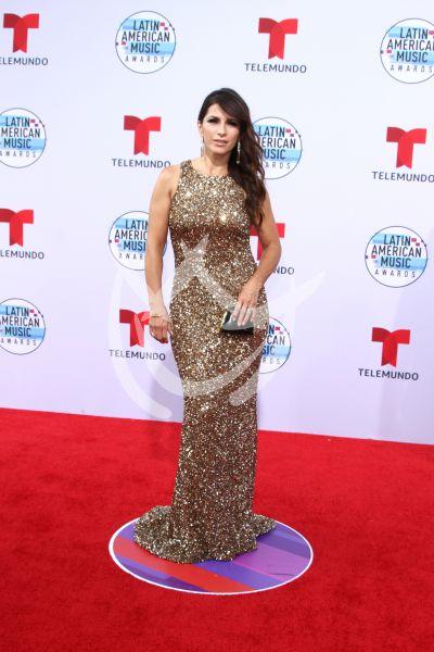 Alessandra Rosaldo en los Latin AMAs