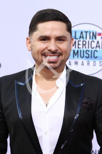 Larry Hernández en los Latin AMAs