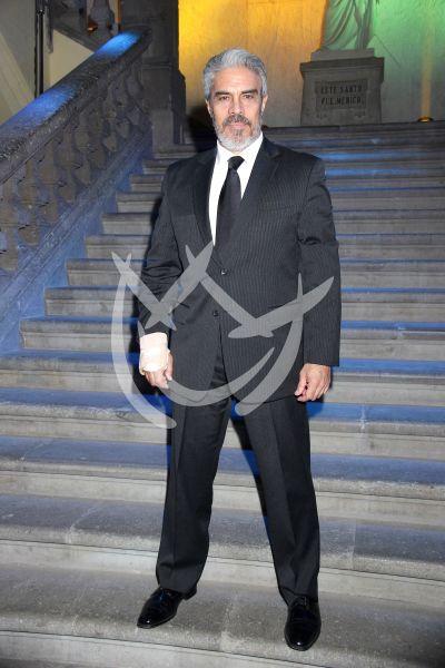 Luis Gatica en Médicos