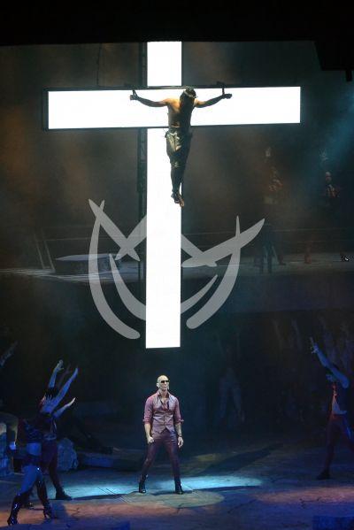 Beto Cuevas es Jesucristo Superestrella