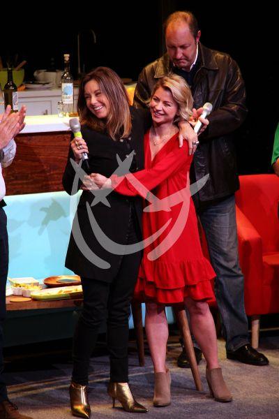 Ludwika Paleta recibe premio de manos de Dominika