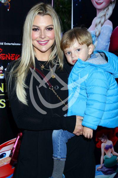 Marjorie de Sousa e hijo Matías con Disney On Ice