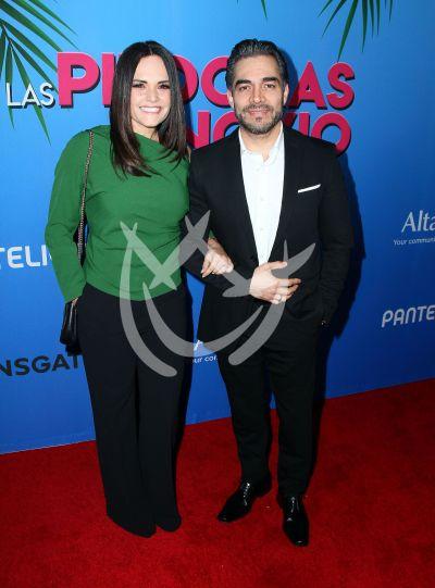 Omar Chaparro y esposa toman Píldoras