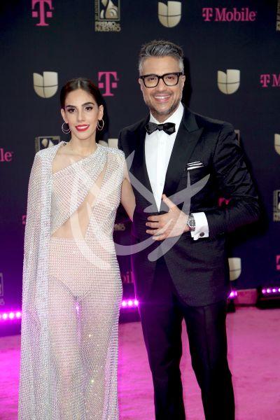 Jaime Camil con Sandra Echeverría y más en Premio Lo Nuestro 2020