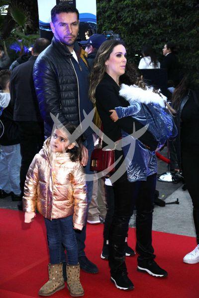 Jacqueline Bracamontes y familia en Disney On Ice
