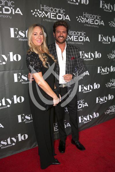 Bobby Larios con esposa y más con Estylo